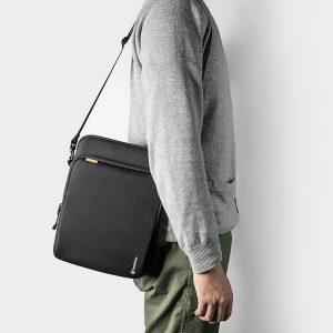 Túi đeo chống sốc Tomtoc H13 (Màu đen)